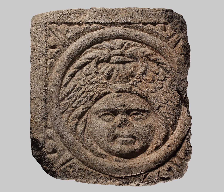 Reliefplatte mit Medusenkopf