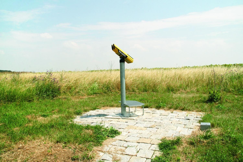 Sculpture Trouvée auf einem Hügel / Ladendorf