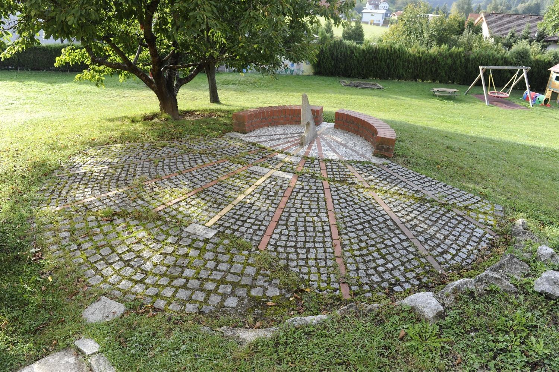 Sonnenuhr / Kindergarten Grub i. Wienerwald